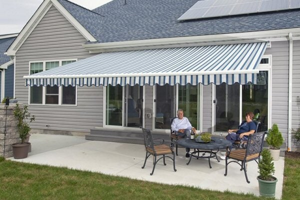 picture of backyard with awning
